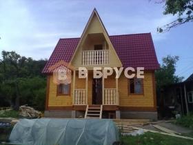 дом в форме замка