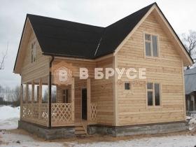 Двухэтажный дом для дачи с большой террасой и мансардой