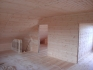 комната на втором этаже деревянного дома